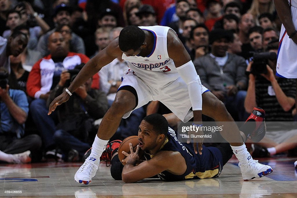 Chris Paul #3 of the Los Angeles Clippers puts the pressure on Eric Gordon #10 of the New Orleans Pelicans at Staples Center on December 18, 2013 in Los Angeles, California.
