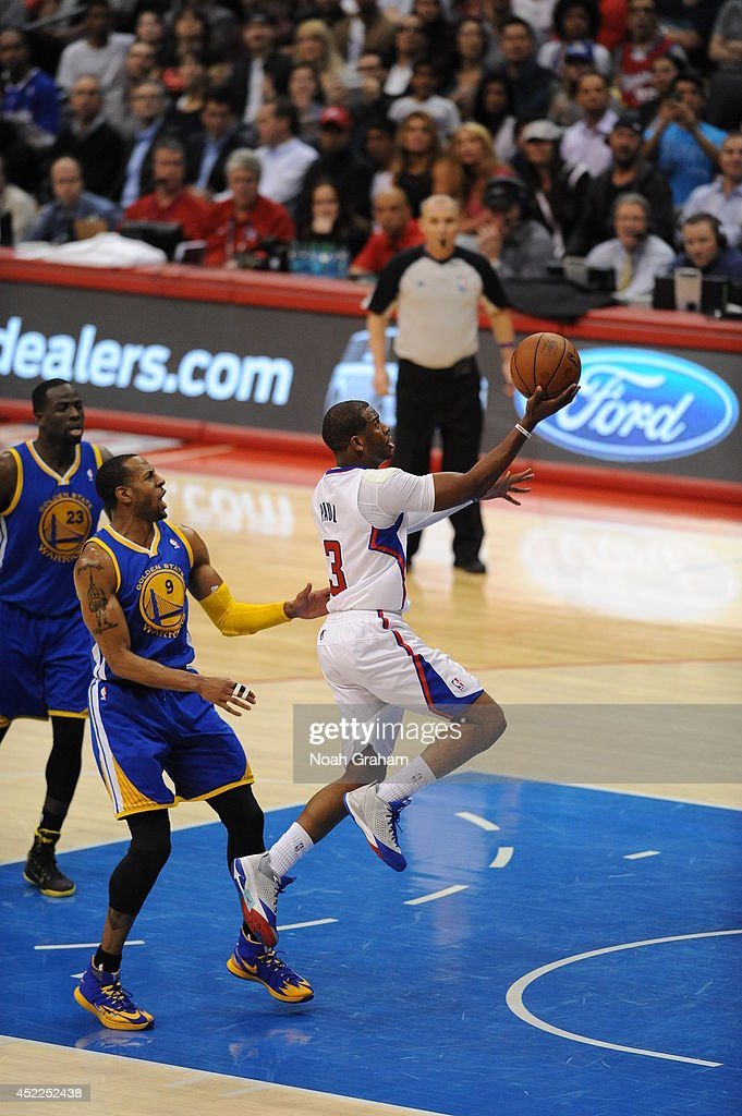 <a gi-track='captionPersonalityLinkClicked' href=/galleries/search?phrase=Chris+Paul&family=editorial&specificpeople=212762 ng-click='$event.stopPropagation()'>Chris Paul</a> #3 of the Los Angeles Clippers shoots against the Golden State Warriors at STAPLES Center on March 12, 2014 in Los Angeles, California.