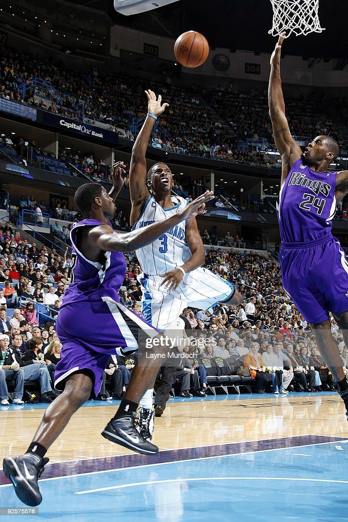Chris Paul of the New Orleans Hornets shoots between Tyreke Evans and Desmond Mason of the Sacramento Kings on October 30 2009 at the New Orleans...