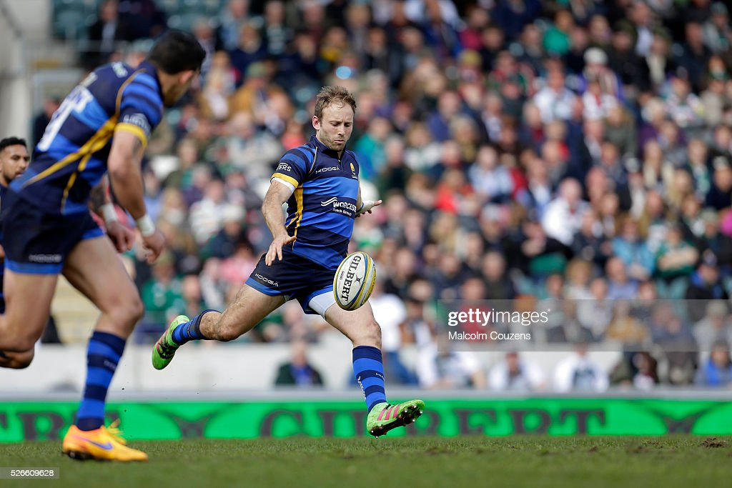 Chris Pennell of Worcester Warriors kicks the ball during the Aviva Premiership game between Leicester Tigers and Worcester Warriors at Welford Road on April 30, in Leicester, England.