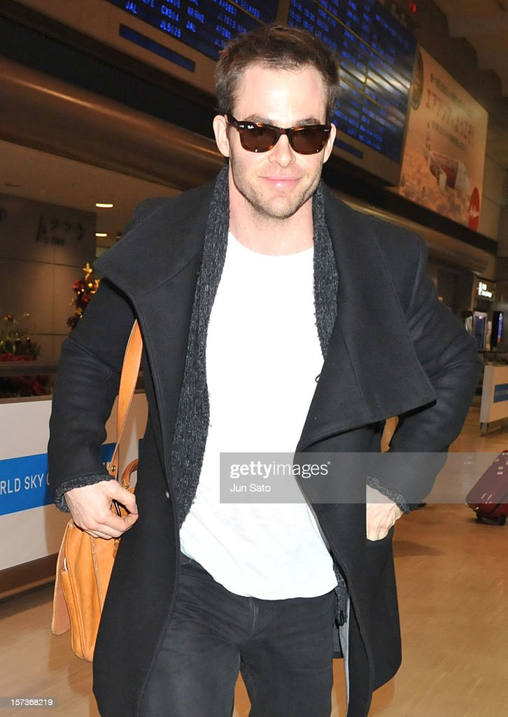 Chris Pine arrives at Narita International Airport on December 3, 2012 in Narita, Japan.