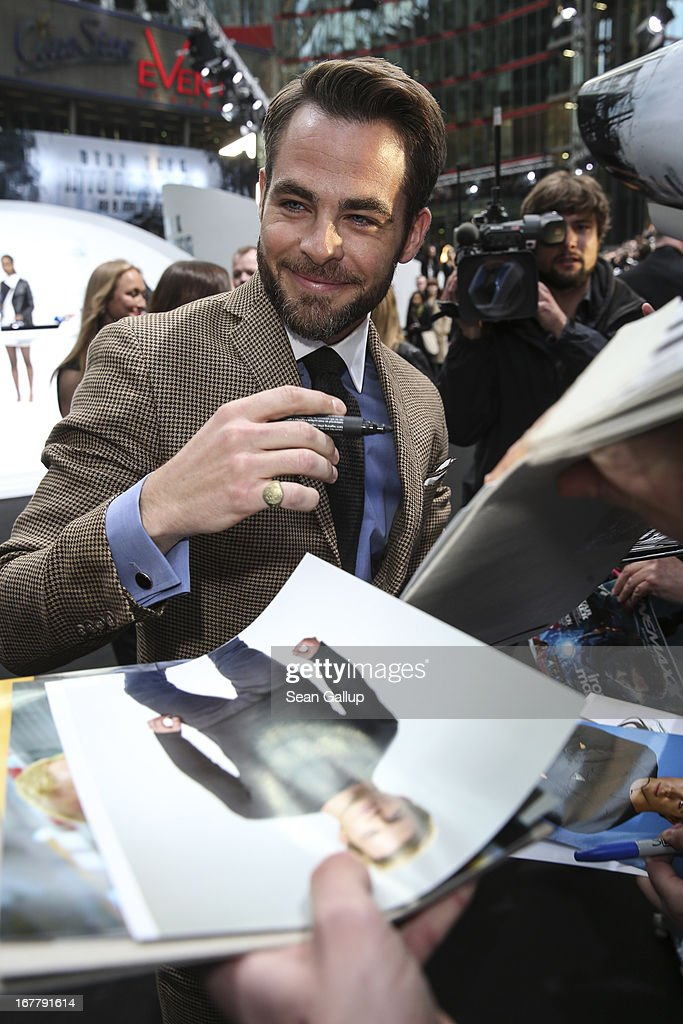 <a gi-track='captionPersonalityLinkClicked' href=/galleries/search?phrase=Chris+Pine&family=editorial&specificpeople=641995 ng-click='$event.stopPropagation()'>Chris Pine</a> attends the 'Star Trek Into Darkness' Premiere at CineStar on April 29, 2013 in Berlin, Germany.