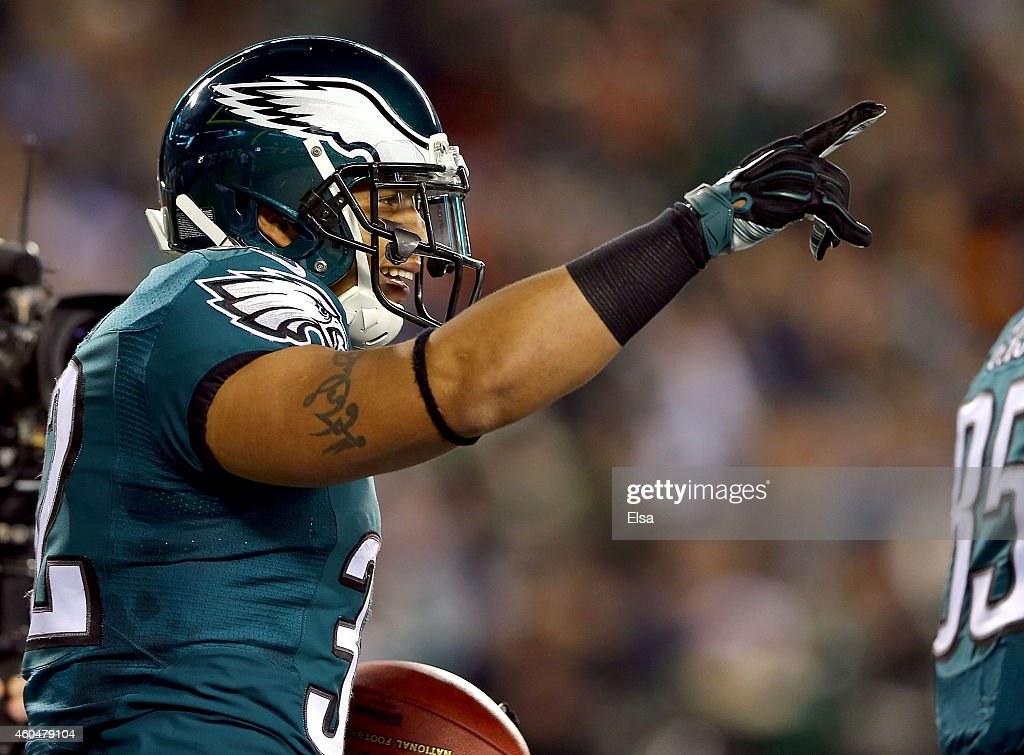 Chris Polk #32 of the Philadelphia Eagles reacts after scoring a touchdown against the Dallas Cowboys at Lincoln Financial Field on December 14, 2014 in Philadelphia, Pennsylvania.
