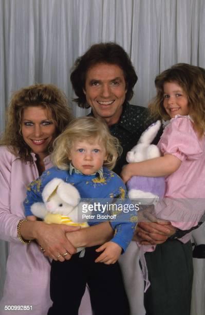 Chris Roberts Ehefrau Claudia Roberts Sohn Jerome Tochter Jessica Homestory Porträt Studio geb13 März 1946 Sternzeichen Fische Künstlername...