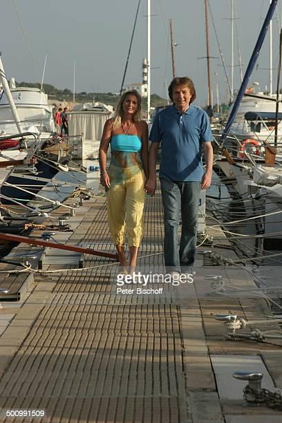 Chris Roberts Ehefrau Claudia Roberts Urlaub Puerto Colom/Mallorca/Spanien Balearen Boot Hafen Anleger Sänger Sängerin Ehemann Familie Schlagersänger...