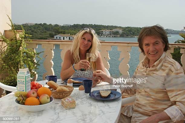 Chris Roberts Ehefrau Claudia Roberts Urlaub Puerto Colom/Mallorca/Spanien Balearen Meer Mittelmeer Appartement Sänger Sängerin Ehemann Familie...
