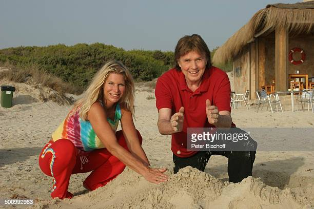 Chris Roberts Ehefrau Claudia Roberts Urlaub Strand Es Trenc/Mallorca/Spanien Balearen Sandburg Sänger Sängerin Ehemann Familie Schlagersänger...