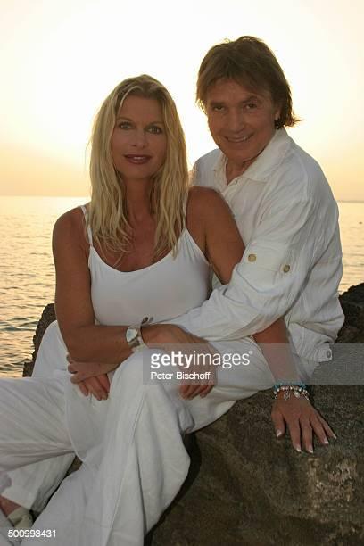 Chris Roberts Ehefrau Claudia Roberts Urlaub Strand Es Trenc/Mallorca/Spanien Balearen Küste Meer Mittelmeer Klippen Sänger Sängerin Ehemann Familie...