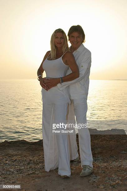 Chris Roberts Ehefrau Claudia Roberts Urlaub Strand Es Trenc/Mallorca/Spanien Balearen Küste Meer Mittelmeer Klippen Sonne Sänger Sängerin Ehemann...