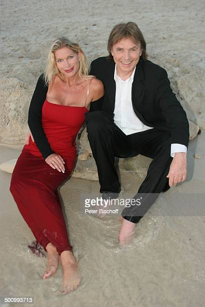 Chris Roberts Ehefrau Claudia Roberts Urlaub Strand Es Trenc/Mallorca/Spanien Balearen Meer Strand Mittelmeer Abendgarderobe Smoking Abendkleid...