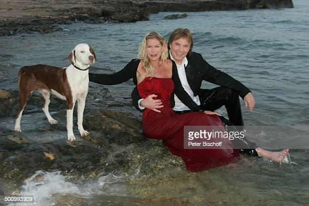 Chris Roberts Ehefrau Claudia Roberts Urlaub Strand Es Trenc/Mallorca/Spanien Balearen Meer Mittelmeer Abendgarderobe Smoking Abendkleid Sänger Hund...