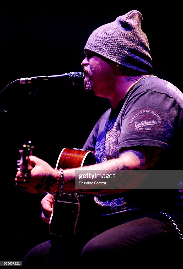 Chris Robertson of Black Stone Cherry performs at O2 Apollo Manchester on November 24, 2016 in Manchester, England.