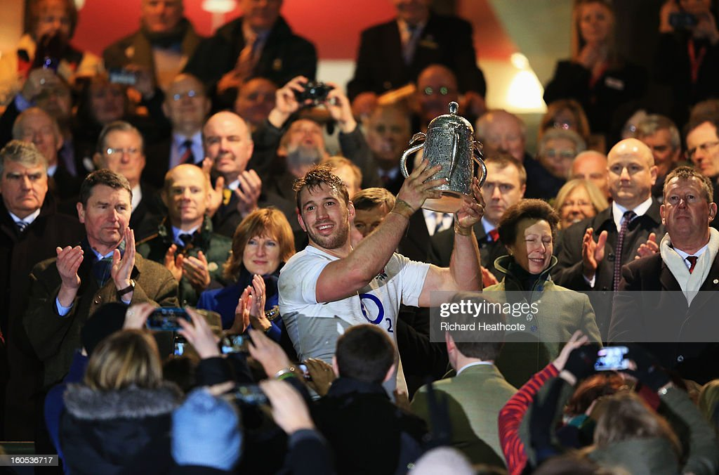 <a gi-track='captionPersonalityLinkClicked' href=/galleries/search?phrase=Chris+Robshaw&family=editorial&specificpeople=2375303 ng-click='$event.stopPropagation()'>Chris Robshaw</a> of England holds the Calcutta Cup after the RBS Six Nations match between England and Scotland at Twickenham Stadium on February 2, 2013 in London, England.