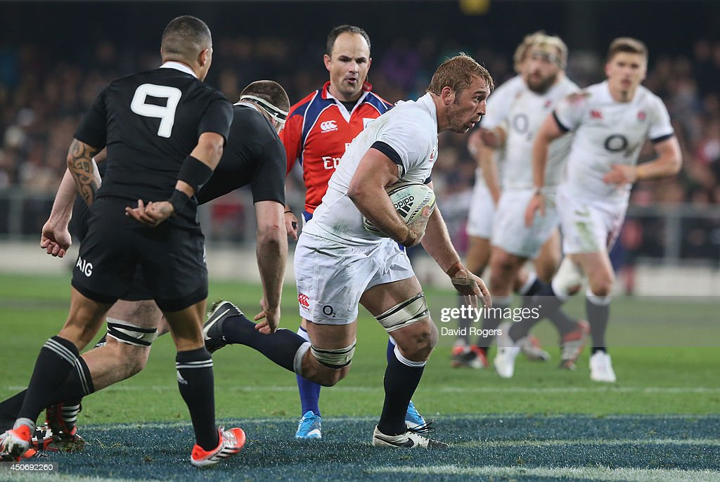 Chris Robshaw of England runs with the ball during the International Test Match between the New Zealand All Blacks and England at Forsyth Barr Stadium on June 14, 2014 in Dunedin, New Zealand.