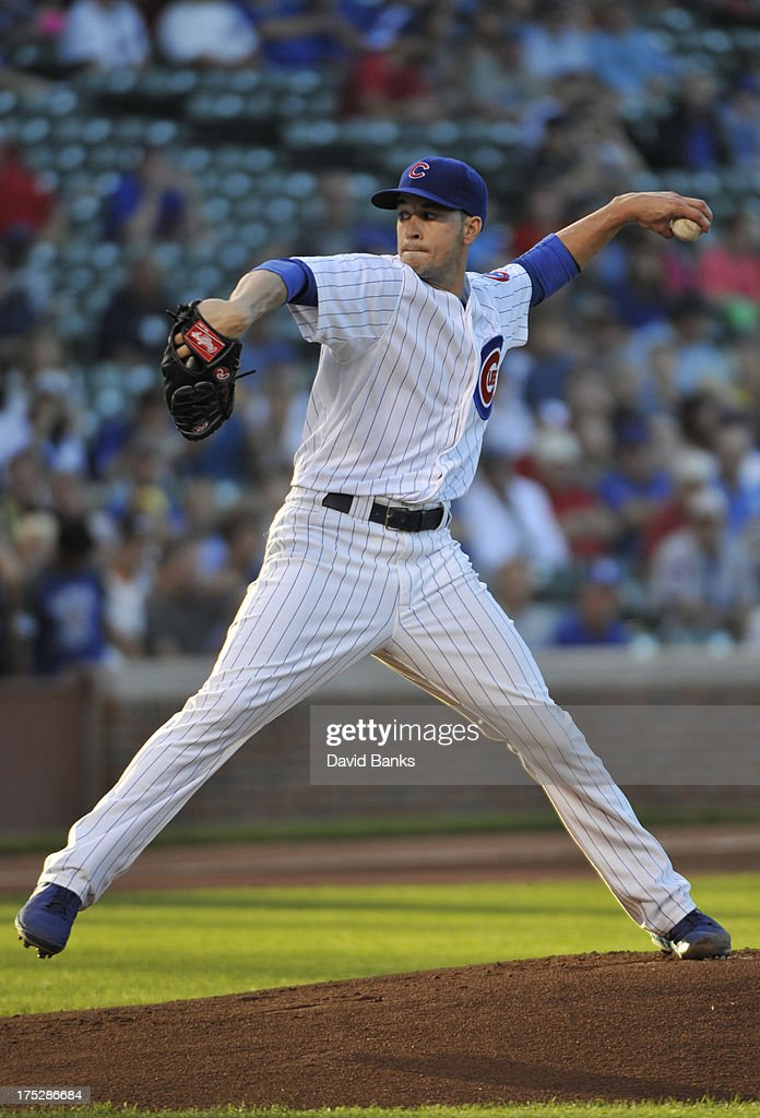 Chris Rusin #18 of the Chicago Cubs pitches against the Los Angeles Dodgers during the first inning on August 1, 2013 at Wrigley Field in Chicago, Illinois.