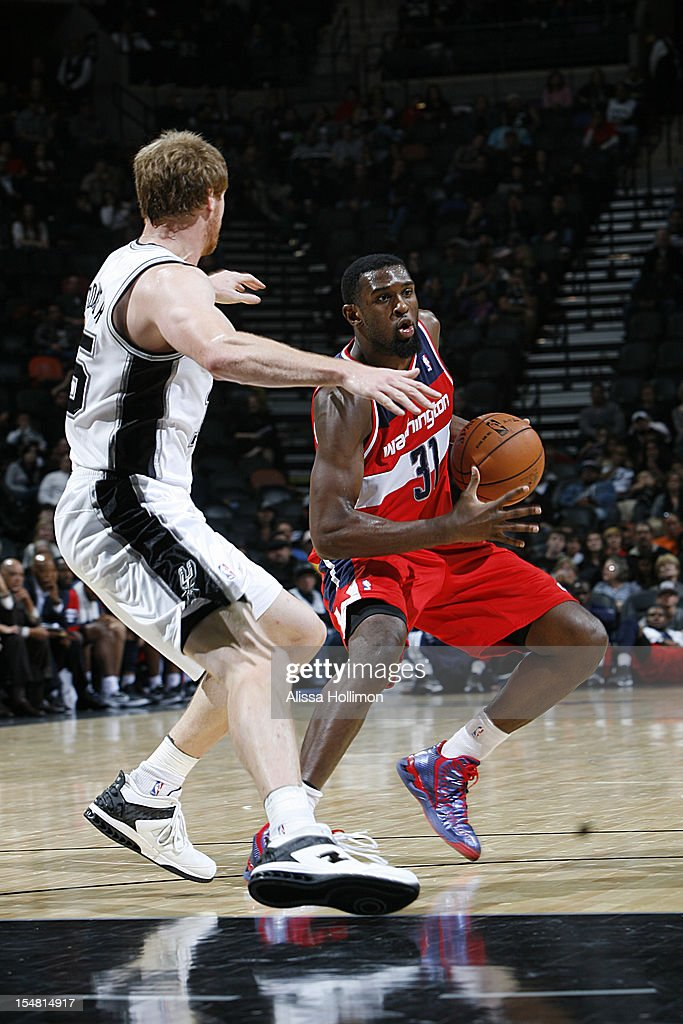 Chris Singleton #31 of the Washington Wizards drives to the basket vs San Antonio Spurs on October 26, 2012 at the AT&T Center in San Antonio, Texas.