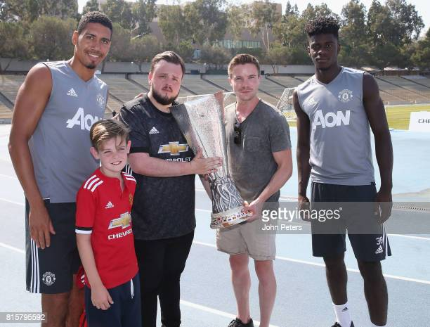 Chris Smalling and Axel Tuanzebe of Manchester United poses with Game of Thrones actors John BradleyWest and Joe Dempsie and the UEFA Europa League...