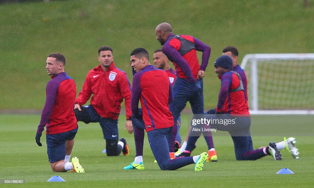 <a gi-track='captionPersonalityLinkClicked' href=/galleries/search?phrase=Chris+Smalling&family=editorial&specificpeople=5964313 ng-click='$event.stopPropagation()'>Chris Smalling</a> of England and <a gi-track='captionPersonalityLinkClicked' href=/galleries/search?phrase=Danny+Drinkwater&family=editorial&specificpeople=4224396 ng-click='$event.stopPropagation()'>Danny Drinkwater</a> of England warm up with the rest of the squad during the England training session at Manchester City Football Academy on May 25, 2016 in Manchester, England.