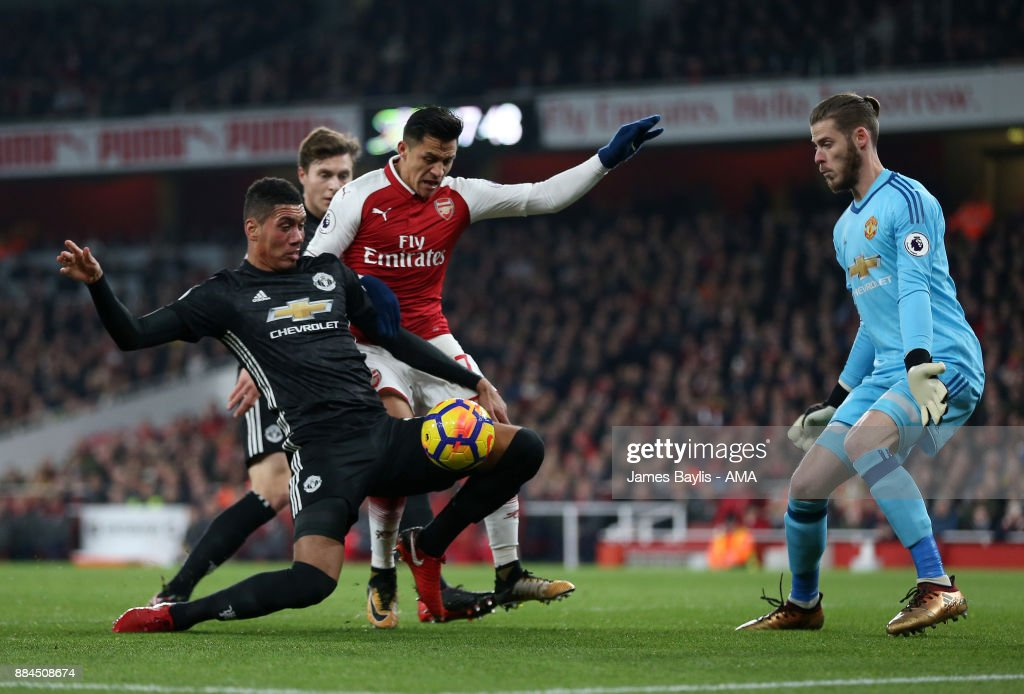 http://media.gettyimages.com/photos/chris-smalling-of-manchester-united-and-alexis-sanchez-of-arsenal-picture-id884508674?k=6&m=884508674&s=594x594&w=0&h=SXe7mAOlUfc1rFWpj76v0hvlQpBAwvXscyM8obLsZ8k=