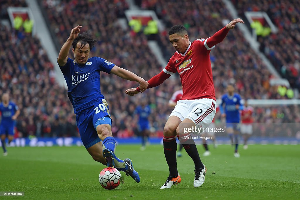 <a gi-track='captionPersonalityLinkClicked' href=/galleries/search?phrase=Chris+Smalling&family=editorial&specificpeople=5964313 ng-click='$event.stopPropagation()'>Chris Smalling</a> of Manchester United is challenged by <a gi-track='captionPersonalityLinkClicked' href=/galleries/search?phrase=Shinji+Okazaki&family=editorial&specificpeople=4320771 ng-click='$event.stopPropagation()'>Shinji Okazaki</a> of Leicester City during the Barclays Premier League match between Manchester United and Leicester City at Old Trafford on May 1, 2016 in Manchester, England.