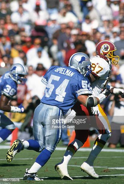 Chris Spielman of the Detroit Lions guard Coleman Bell of the Washington Redskins during an NFL football game October 22 1995 at RFK Stadium in...