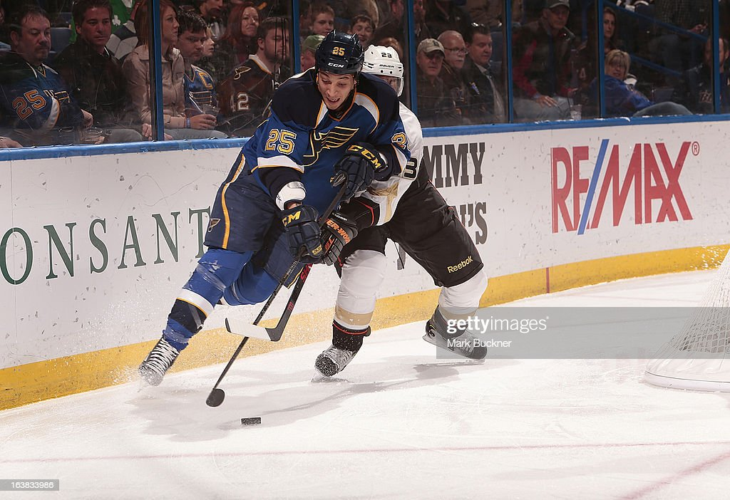 Chris Stewart #25 of the St. Louis Blues handles the puck as <a gi-track='captionPersonalityLinkClicked' href=/galleries/search?phrase=Francois+Beauchemin&family=editorial&specificpeople=604125 ng-click='$event.stopPropagation()'>Francois Beauchemin</a> #23 of the Anaheim Ducks defends in an NHL game on March 16, 2013 at Scottrade Center in St. Louis, Missouri.