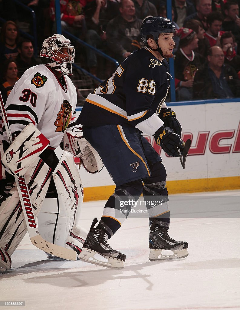 Chris Stewart #25 of the St. Louis Blues takes position in front of goalie <a gi-track='captionPersonalityLinkClicked' href=/galleries/search?phrase=Ray+Emery&family=editorial&specificpeople=218109 ng-click='$event.stopPropagation()'>Ray Emery</a> #30 of the Chicago Blackhawks in an NHL game on February 28, 2013 at Scottrade Center in St. Louis, Missouri.