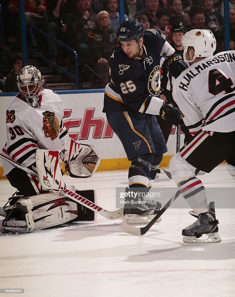 Chris Stewart #25 of the St. Louis Blues tries to redirect the puck past goalie <a gi-track='captionPersonalityLinkClicked' href=/galleries/search?phrase=Ray+Emery&family=editorial&specificpeople=218109 ng-click='$event.stopPropagation()'>Ray Emery</a> #30 of the Chicago Blackhawks in an NHL game on February 28, 2013 at Scottrade Center in St. Louis, Missouri.