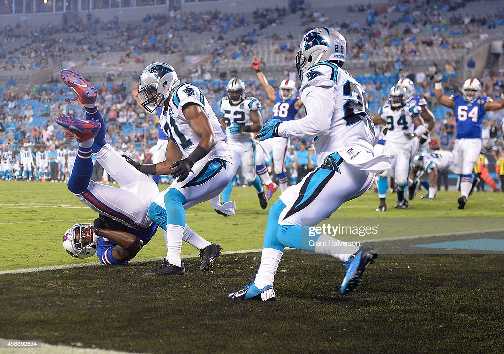 Chris Summers #87 of the Buffalo Bills scores the game-winning touchdown against James Dockery #31 of the Carolina Panthers during the fourth quarter of their game at Bank of America Stadium on August 8, 2014 in Charlotte, North Carolina. Buffalo won 20-18.