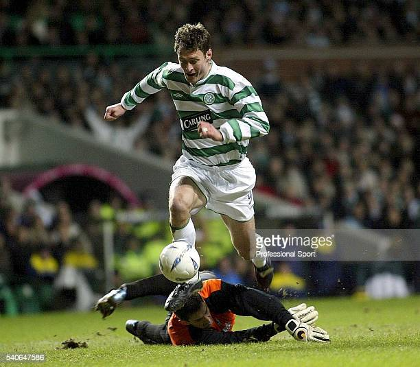 Chris Sutton of Celtic rounds FK Telplice goalkeeper Tomas Postulka to score the second goal during the UEFA Cup 3rd round match between Celtic and...