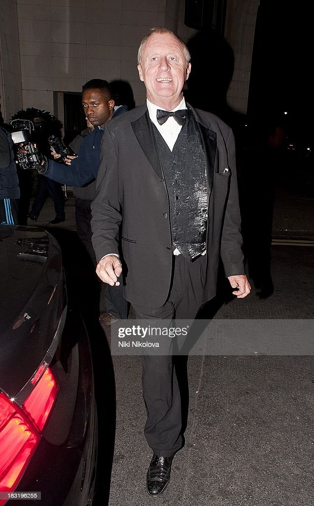 <a gi-track='captionPersonalityLinkClicked' href=/galleries/search?phrase=Chris+Tarrant+-+Television+Presenter&family=editorial&specificpeople=208949 ng-click='$event.stopPropagation()'>Chris Tarrant</a> sighted leaving the Dorchester Hotel, Park Lane on October 5, 2013 in London, England.
