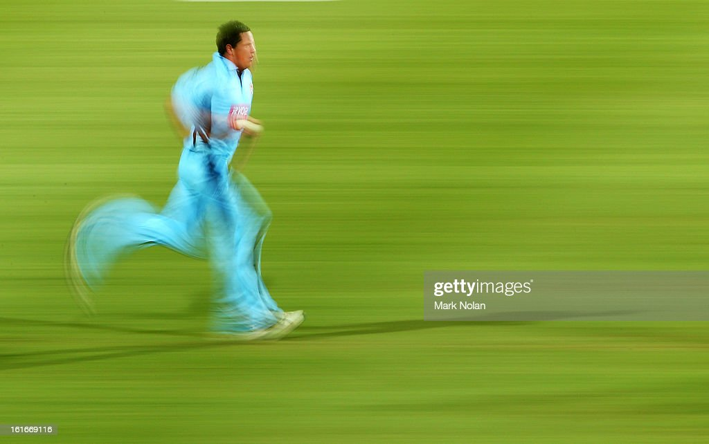 Chris Tremain of the Blues runs in to bowl during the Ryobi Cup One Day match between the New South Wales Blues and the South Australian Redbacks at Sydney Cricket Ground on February 14, 2013 in Sydney, Australia.