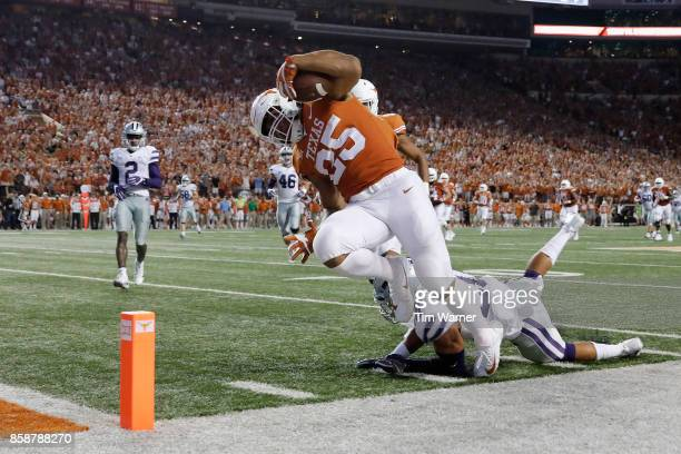 Chris Warren III of the Texas Longhorns dives for a touchdown in the second quarter defended by Denzel Goolsby of the Kansas State Wildcats at...