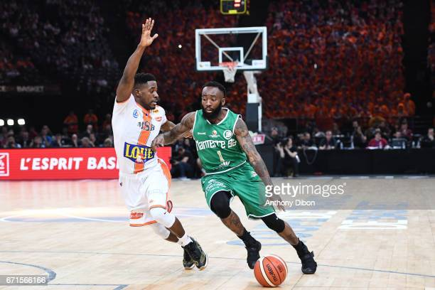 Chris Warren of Nanterre and Jiordan Watson of Le Mans during the Final of the French Cup between Le Mans and JSF Nanterre at AccorHotels Arena on...