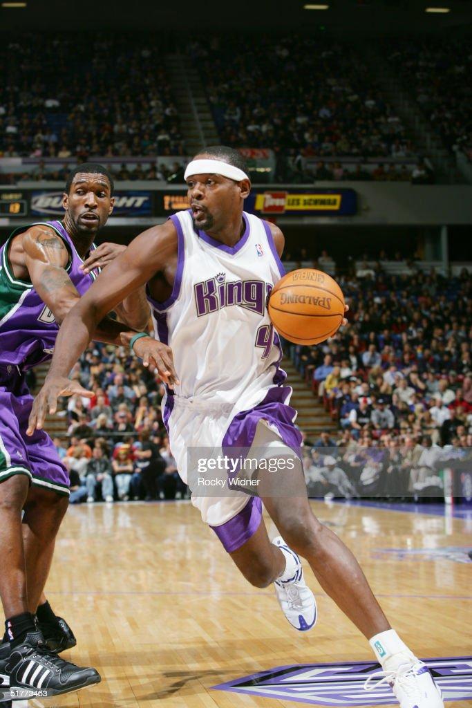 Chris Webber of the Sacramento Kings drives the ball against the Milwaukee Bucks November 21 at Arco Arena in Sacramento California NOTE TO USER User...