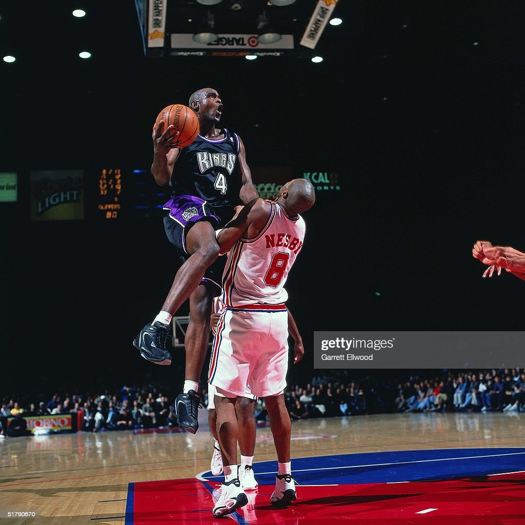 Chris Webber of the Sacramento Kings drives to basket for a layup against the Los Angeles Clippers during the NBA game in Los Angeles California NOTE...