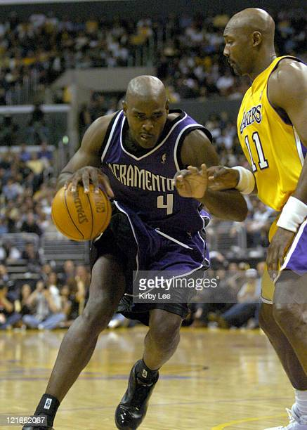 Chris Webber of the Sacramento Kings drives to the basket during the game between the Sacramento Kings and the Los Angeles Lakers at the Staples...