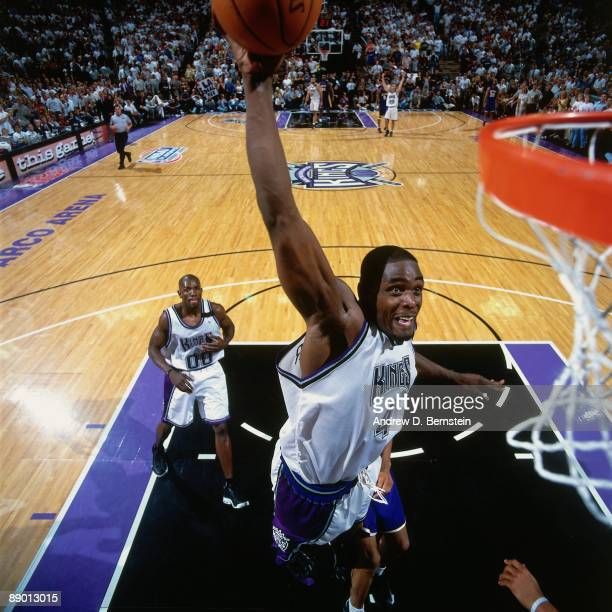 Chris Webber of the Sacramento Kings dunks against the Los Angeles Lakers in Game Four of the Western Conference Quarterfinals during the 2000 NBA...