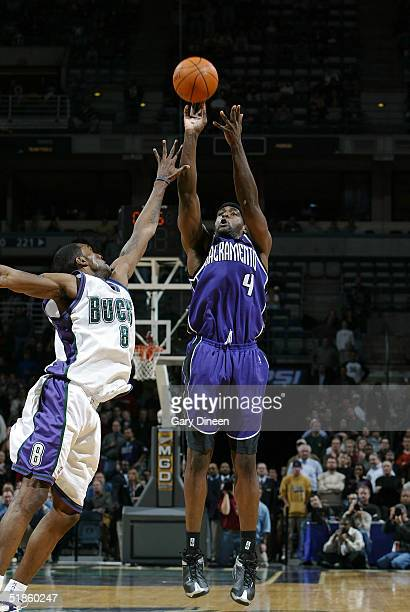 Chris Webber of the Sacramento Kings makes the game winning 3 point jump shot over Joe Smith of the Milwaukee Bucks on December 14 2004 at the...