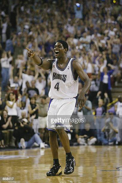 Chris Webber of the Sacramento Kings smiles in Game seven of the Western Conference Finals against the Los Angeles Lakers during the 2002 NBA...