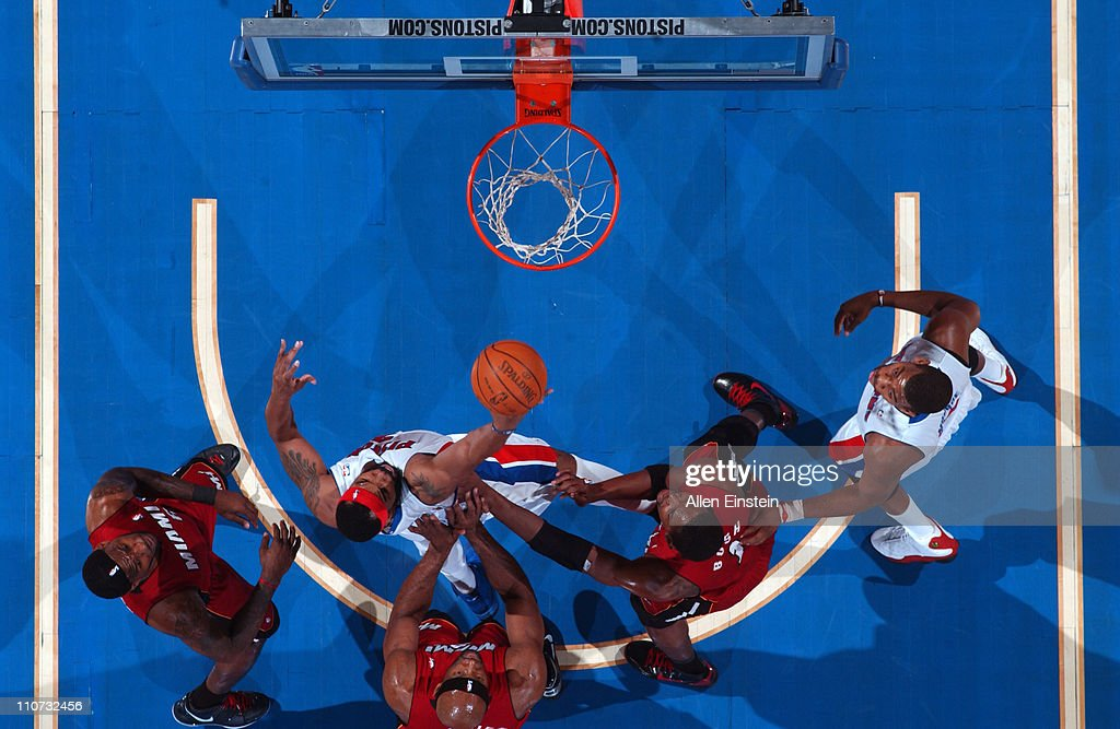 <a gi-track='captionPersonalityLinkClicked' href=/galleries/search?phrase=Chris+Wilcox&family=editorial&specificpeople=202038 ng-click='$event.stopPropagation()'>Chris Wilcox</a> #9 of the Detroit Pistons shoots against <a gi-track='captionPersonalityLinkClicked' href=/galleries/search?phrase=Erick+Dampier&family=editorial&specificpeople=201710 ng-click='$event.stopPropagation()'>Erick Dampier</a> #25 of the Miami Heat on March 23, 2011 at The Palace of Auburn Hills in Auburn Hills, Michigan.