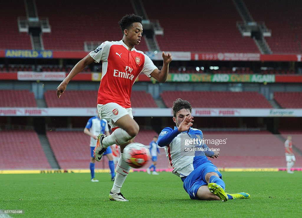 Chris Willock of Arsenal takes on Jack Doyle of Blackburn during the Barclays U21 Premier League match between Arsenal and Blackburn Rovers at Emirates Stadium on May 3, 2016 in London, England.
