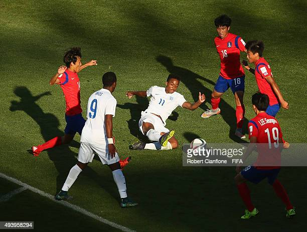 Chris Willock of England attempts a shot on goal during the FIFA U17 World Cup Group B match between Korea Republic and England at Estadio Francisco...