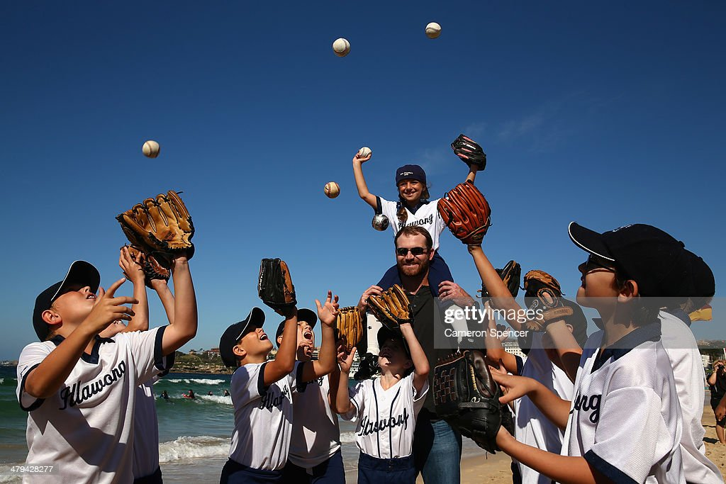 Chris Withrow of the Los Angeles Dodgers poses with players from Illawong Little League during a Los Angeles Dodgers players visit at Bondi Beach on March 19, 2014 in Sydney, Australia.