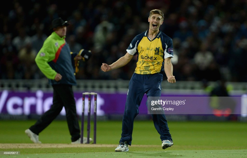 <a gi-track='captionPersonalityLinkClicked' href=/galleries/search?phrase=Chris+Woakes&family=editorial&specificpeople=4444585 ng-click='$event.stopPropagation()'>Chris Woakes</a> of Birmingham Bears celebrates winning the Natwest T20 Blast final between Lancashire Lighting and Birmingham Bears at Edgbaston on August 23, 2014 in Birmingham, England.
