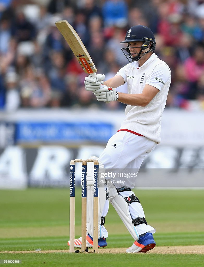 <a gi-track='captionPersonalityLinkClicked' href=/galleries/search?phrase=Chris+Woakes&family=editorial&specificpeople=4444585 ng-click='$event.stopPropagation()'>Chris Woakes</a> of England bats during day two of the 2nd Investec Test match between England and Sri Lanka at Emirates Durham ICG on May 28, 2016 in Chester-le-Street, United Kingdom.