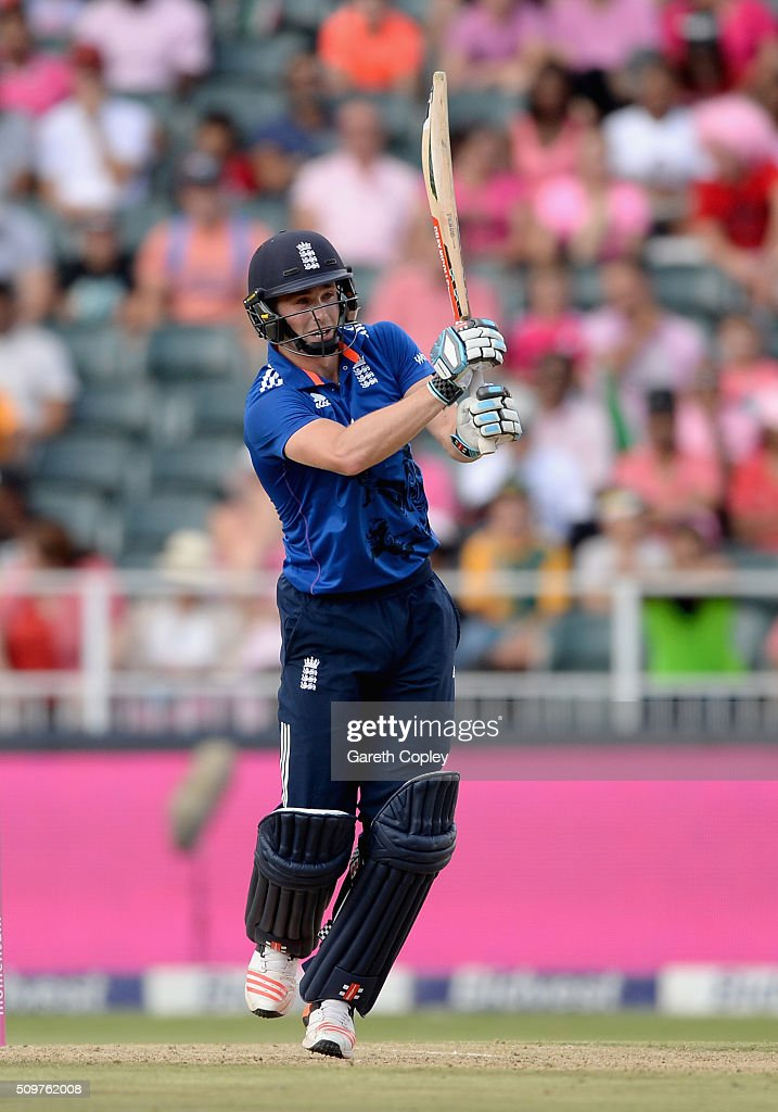 <a gi-track='captionPersonalityLinkClicked' href=/galleries/search?phrase=Chris+Woakes&family=editorial&specificpeople=4444585 ng-click='$event.stopPropagation()'>Chris Woakes</a> of England bats during the 4th Momentum ODI between South Africa and England at Bidvest Wanderers Stadium on February 12, 2016 in Johannesburg, South Africa.