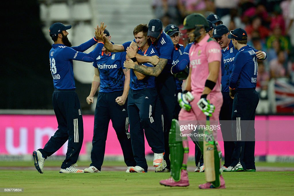 <a gi-track='captionPersonalityLinkClicked' href=/galleries/search?phrase=Chris+Woakes&family=editorial&specificpeople=4444585 ng-click='$event.stopPropagation()'>Chris Woakes</a> of England celebrates with teammates after bowling Faf du Plessis of South Africa during the 4th Momentum ODI between South Africa and England at Bidvest Wanderers Stadium on February 12, 2016 in Johannesburg, South Africa.