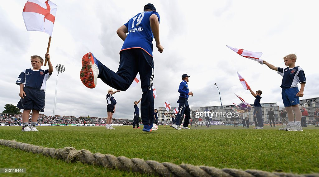 <a gi-track='captionPersonalityLinkClicked' href=/galleries/search?phrase=Chris+Woakes&family=editorial&specificpeople=4444585 ng-click='$event.stopPropagation()'>Chris Woakes</a> of England runs out on to the field ahead of the 3rd ODI Royal London One Day International match between England and Sri Lanka at The County Ground on June 26, 2016 in Bristol, England.