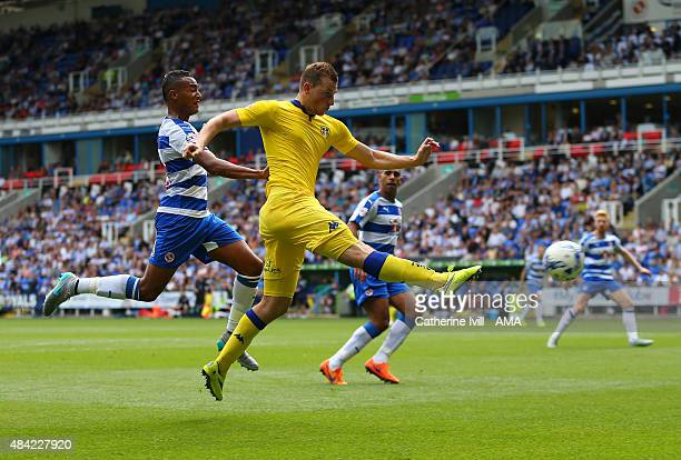 Chris Wood of Leeds United shoo during the Sky Bet Football League Championship between Reading and Leeds United at Madejski Stadium on August 16...